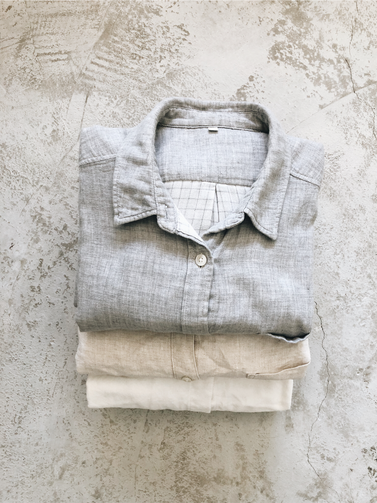Collared linen shirts offer a good amount of formality without compromising on comfort.