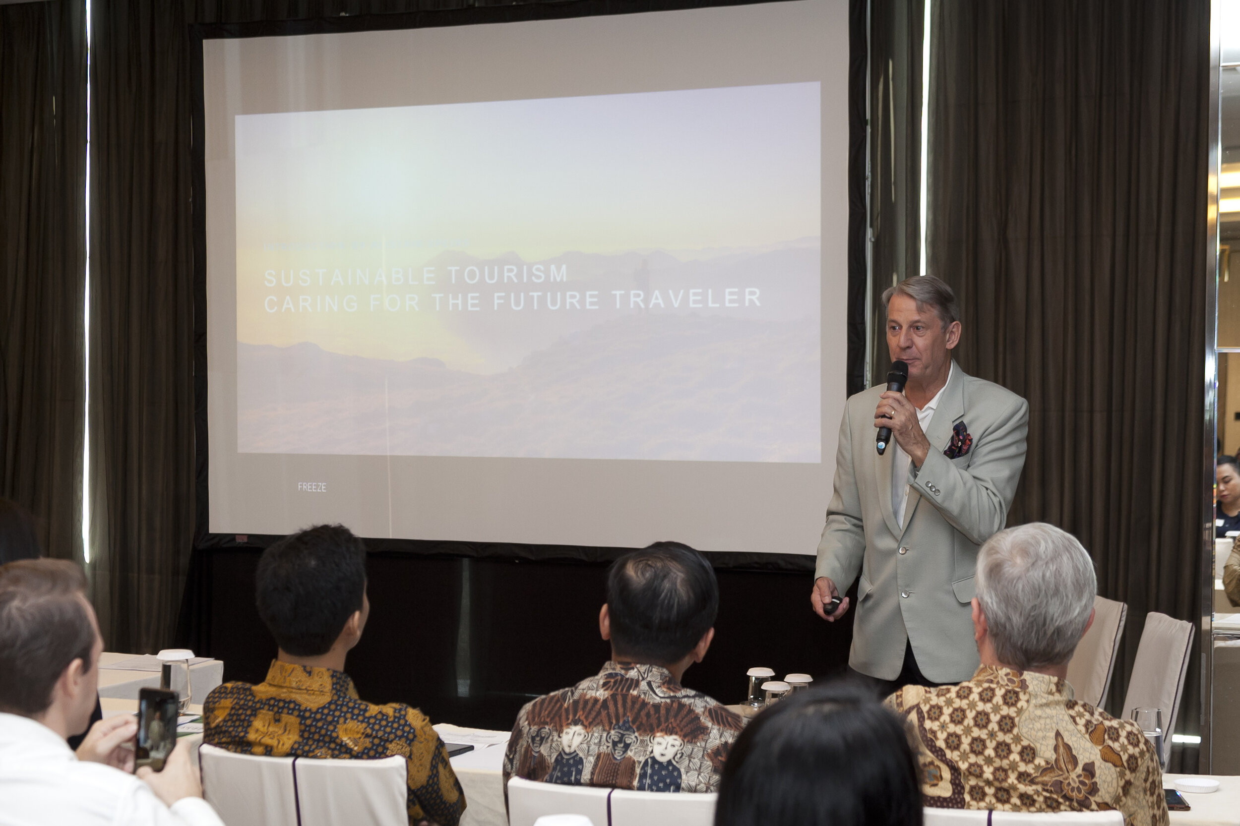 Mr. Alistair G. Speirs, opening the seminar ( photo courtesy: MVB documentation team ).