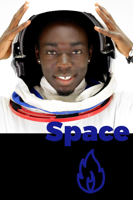 Space - Rymden har fått ett uppsving.När jordens resurser sakta men säkert tar slut börjar vi återigen snegla mot stjärnorna - istället för en plan B behöver vi kanske börja leta efter en planet B? Tekniklösningar för självförsörjning i slutna system anses ligga mest i framkant: den som lyckas bygga en rymdkoloni har kommit längst i den nya kapprustningen. Nu tävlar både nationer och stenrika privatpersoner om att bli först och störst. Rymdmäklarna får mycket att göra när nya städer växer fram.