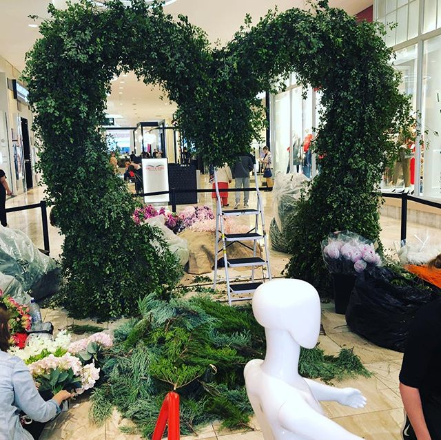 Rundle Plaza - Mother's Day installation @adelaide_floristry_school #industry #students #florist #dowhatyoulove