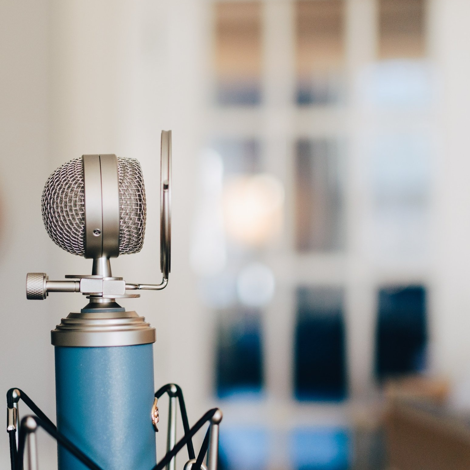 blue-microphone-podcast