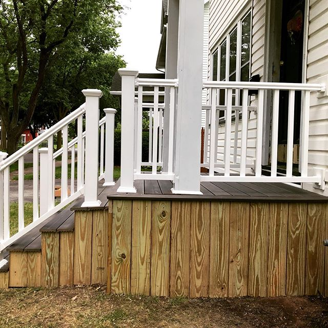 New front steps/porch using a combo of pressure treated wood and composite. 🔨⚙️🧰 #homeremodel #trex #compositedeck #porch #pressuretreated #crespohomeimprovements #rochesterny #generalcontractor #newporch