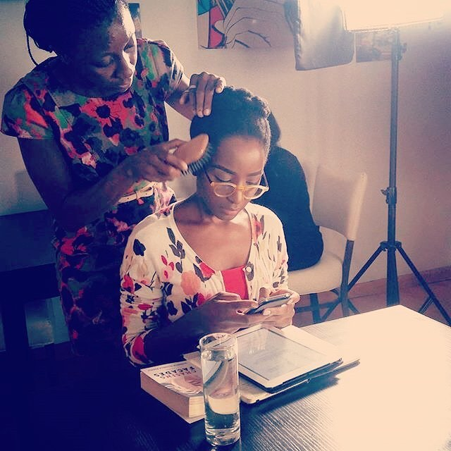 @jowysfashionconsulting getting me character ready after @proteusvanity did her thing to my face. 🤓    #AfricanTalent #NigerianActress #WorkInProgress