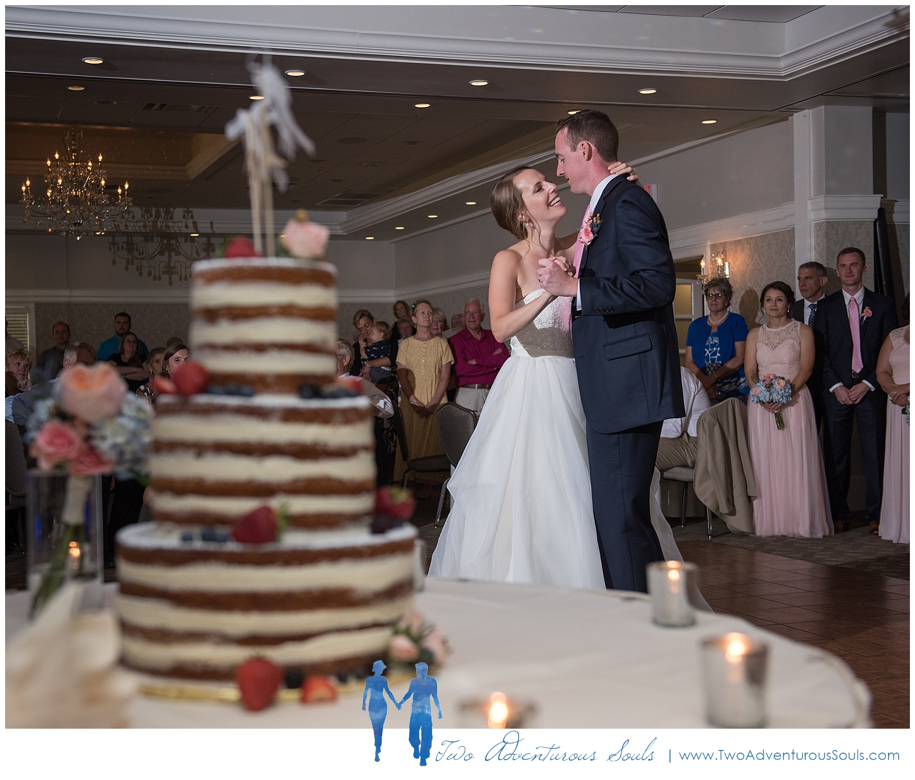 Woodlands Country Club Wedding, Maine Wedding Photographers_Nothing Bakes Like at Parrott