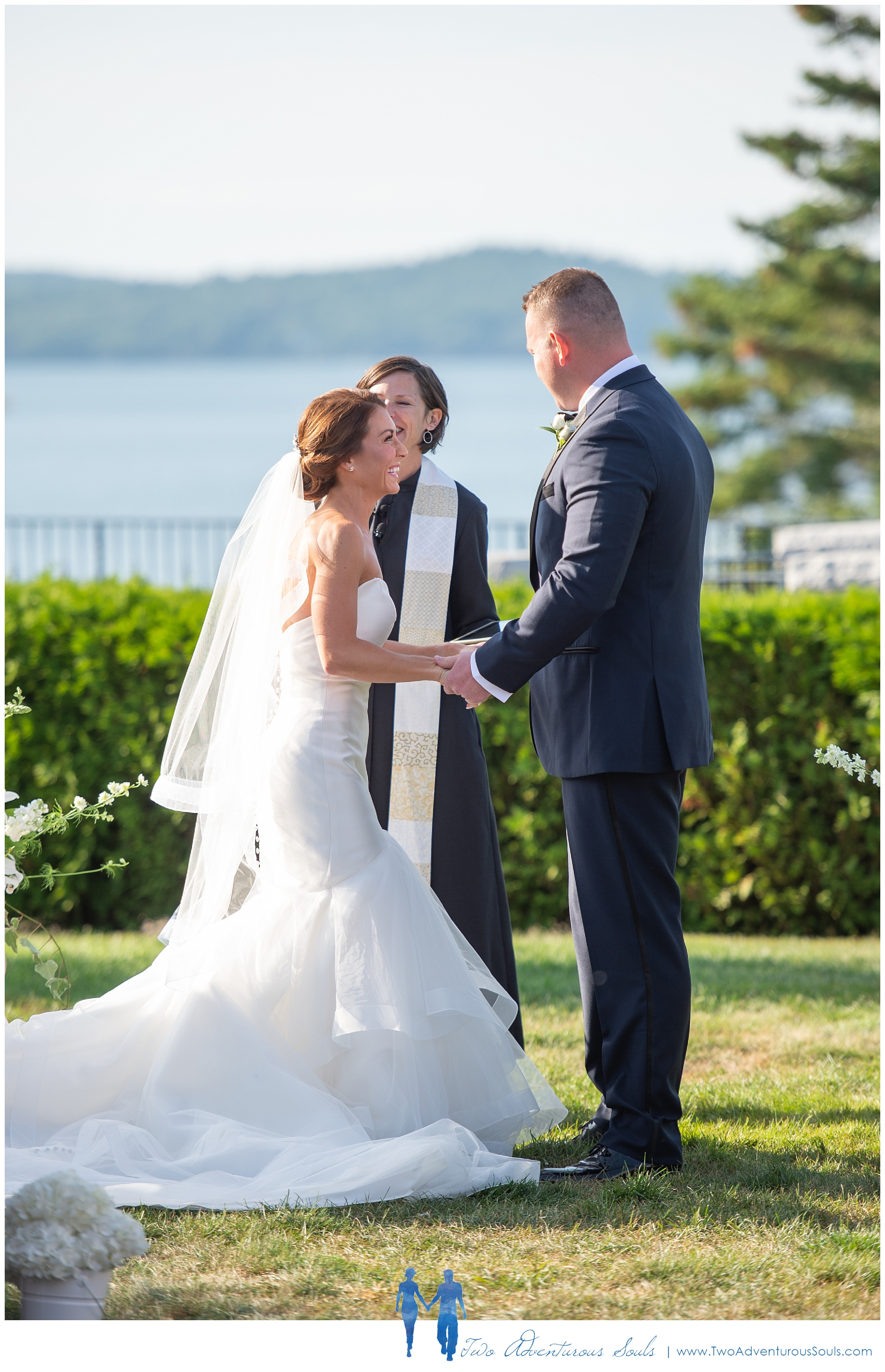090218+-+Megan+&+Jason+-+sneaks-86_Bar+Harbor+Wedding+Photographers,+Destination+Wedding+Photographers.jpg