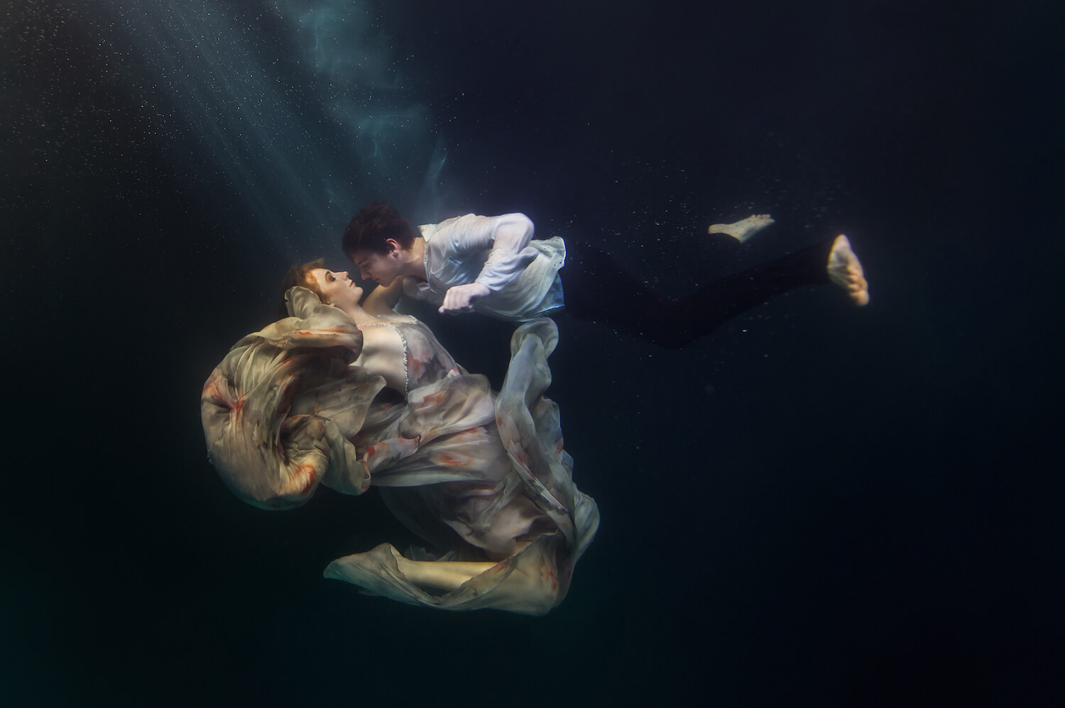 Ilse Moore underwater crystal couple_004.jpg