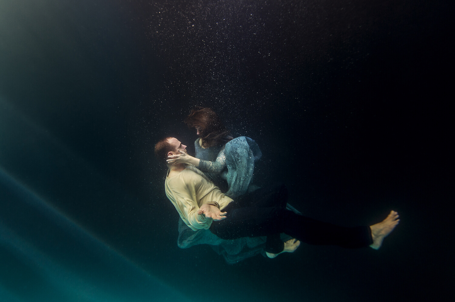 Ilse Moore underwater crystal couple_006.jpg