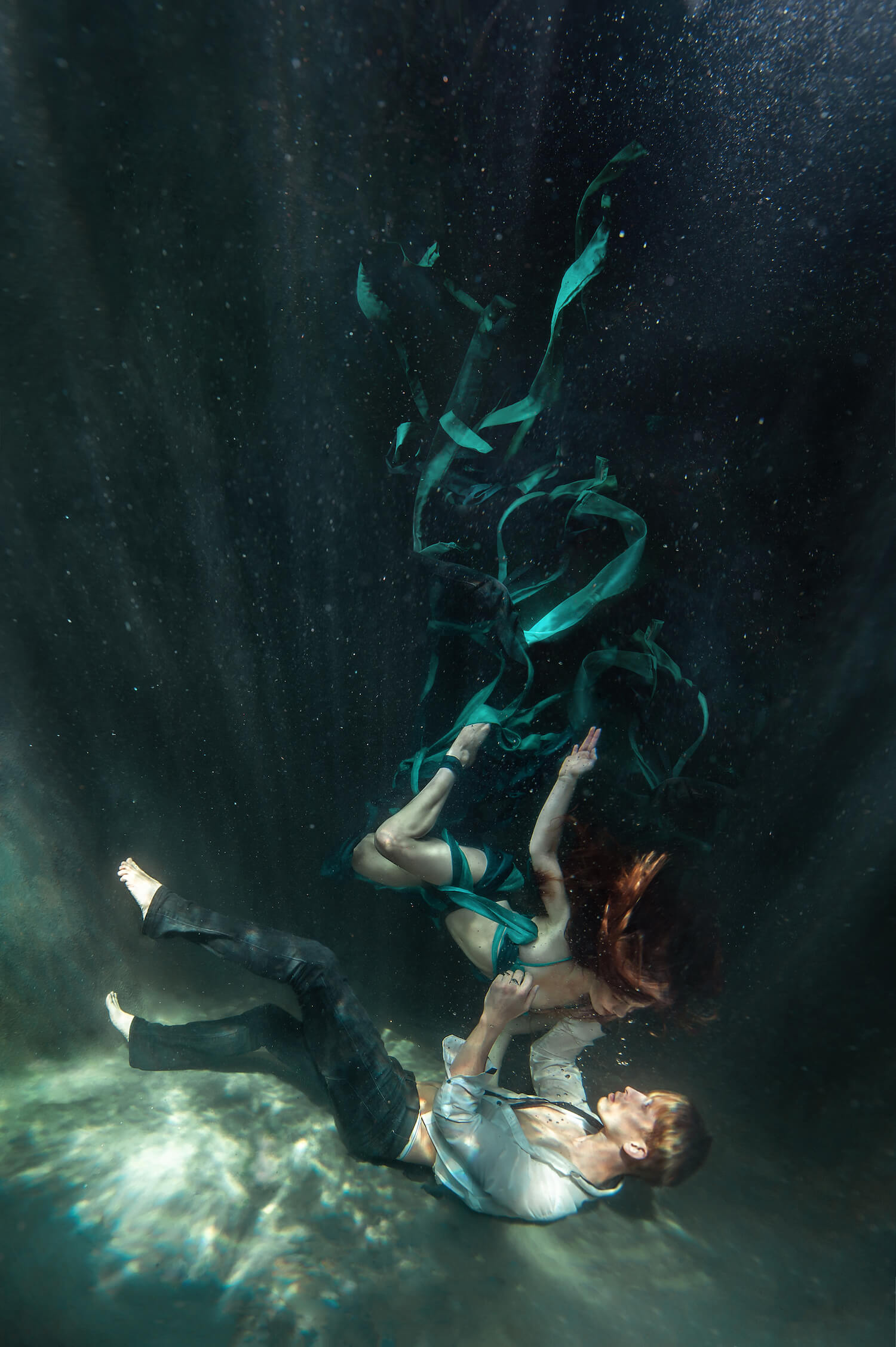 Ilse Moore underwater crystal couple_007.jpg
