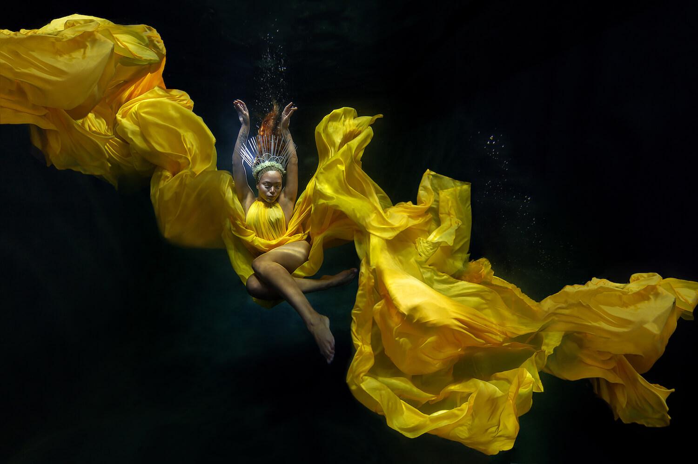 Ilse Moore underwater crystal cinema_006.jpg