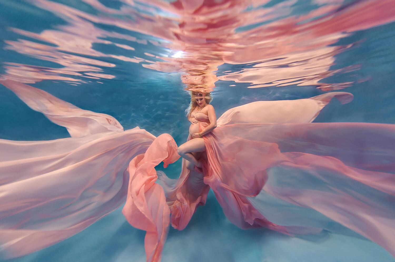 Ilse Moore underwater maternity light_001.jpg
