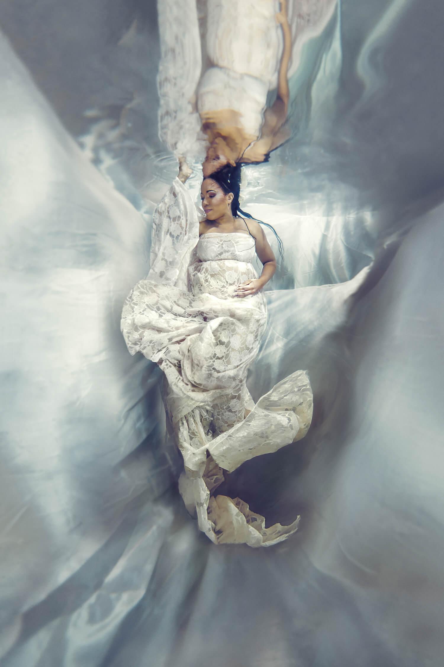 Ilse Moore underwater maternity light_003.jpg