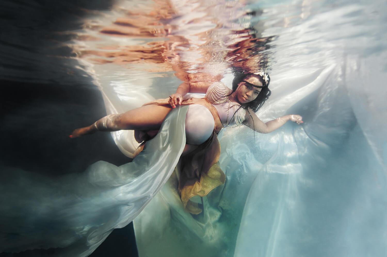 Ilse Moore underwater maternity light_004.jpg