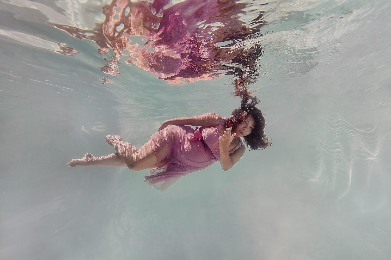 Ilse Moore underwater maternity light_005.jpg