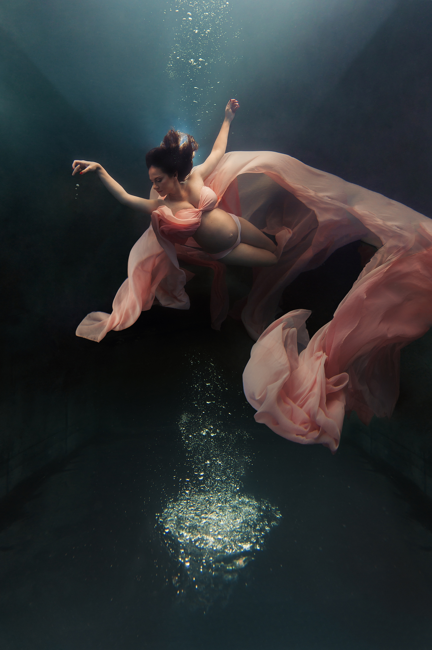 Ilse Moore underwater maternity night_003.jpg