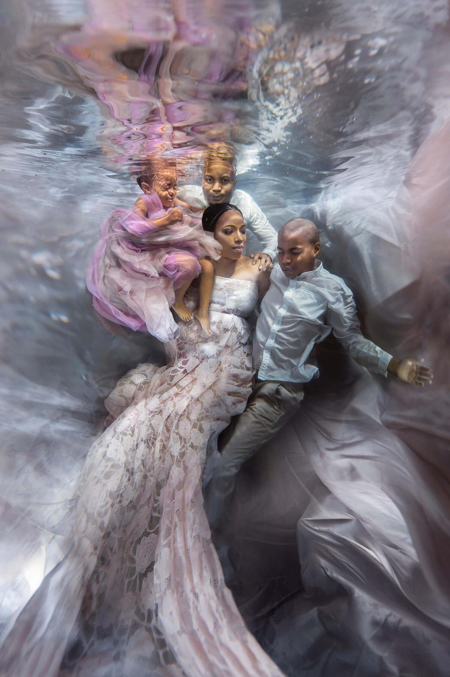 Ilse Moore underwater maternity family_003.jpg