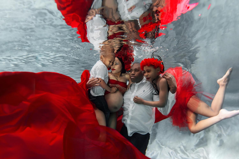 Ilse Moore underwater maternity family_005.jpg