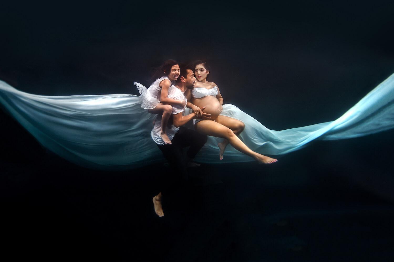 Ilse Moore underwater maternity family_006.jpg