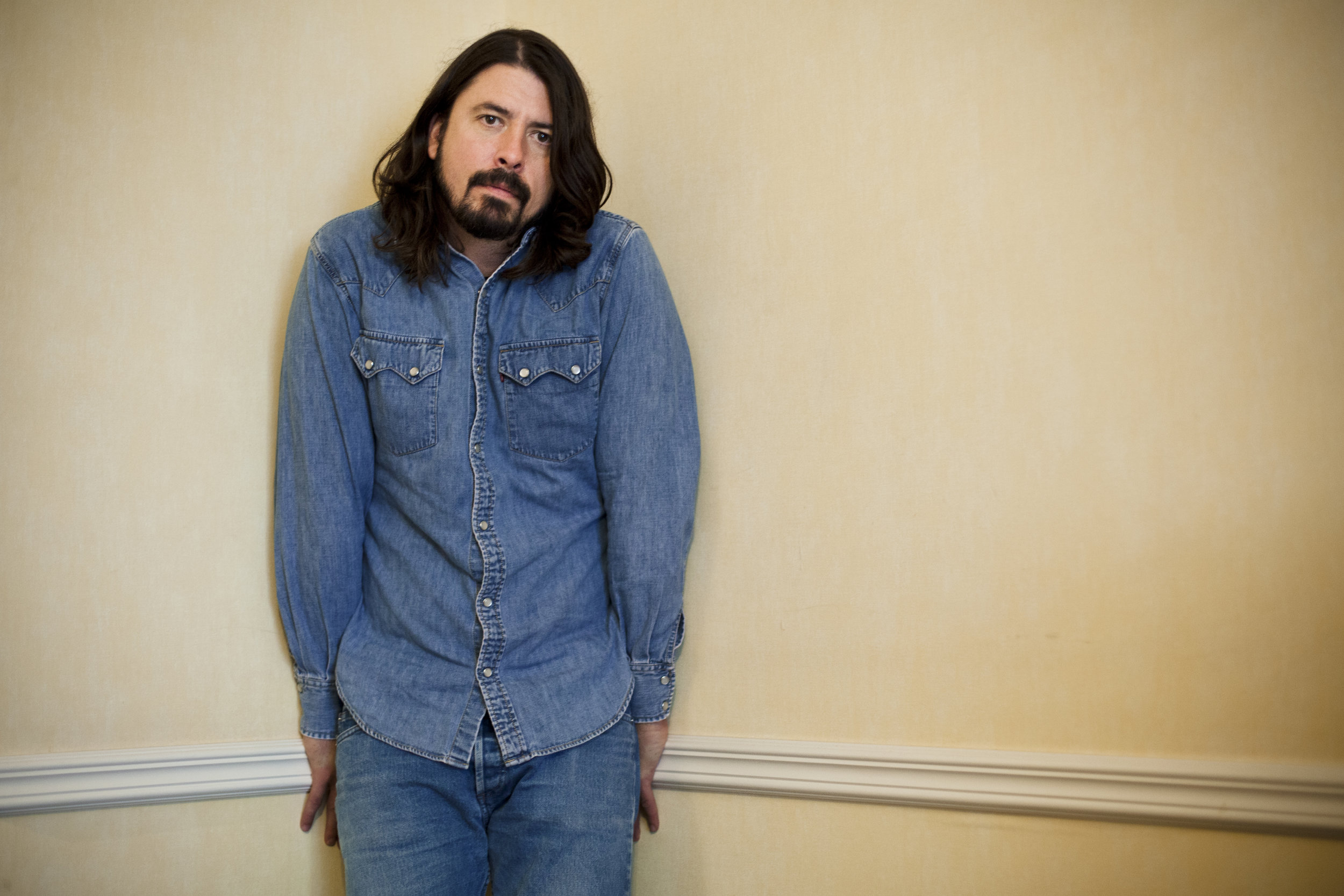 Foo Fighters frontman Dave Grohl poses for a portrait at a room in the Covent Garden Hotel, central London, Tuesday, Nov. 3, 2009. (David Azia for the New York Times)