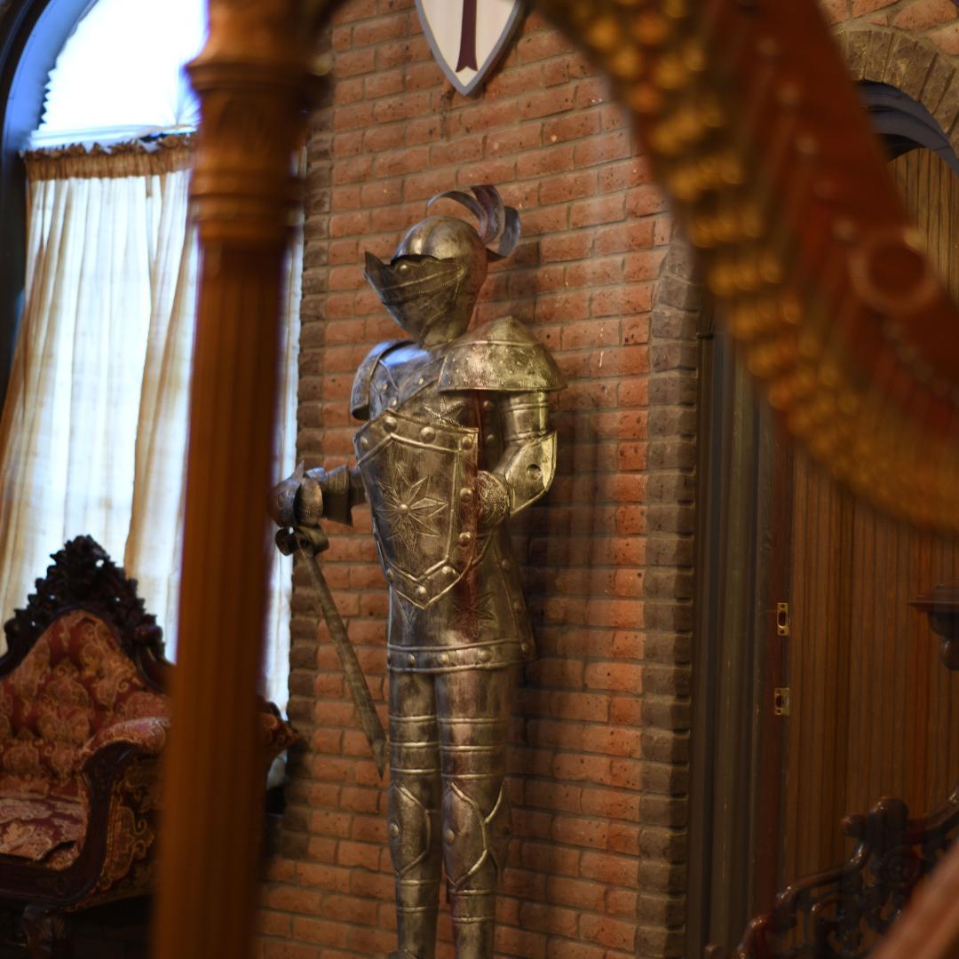 A Knight & A Harp at The Louisiana Castle
