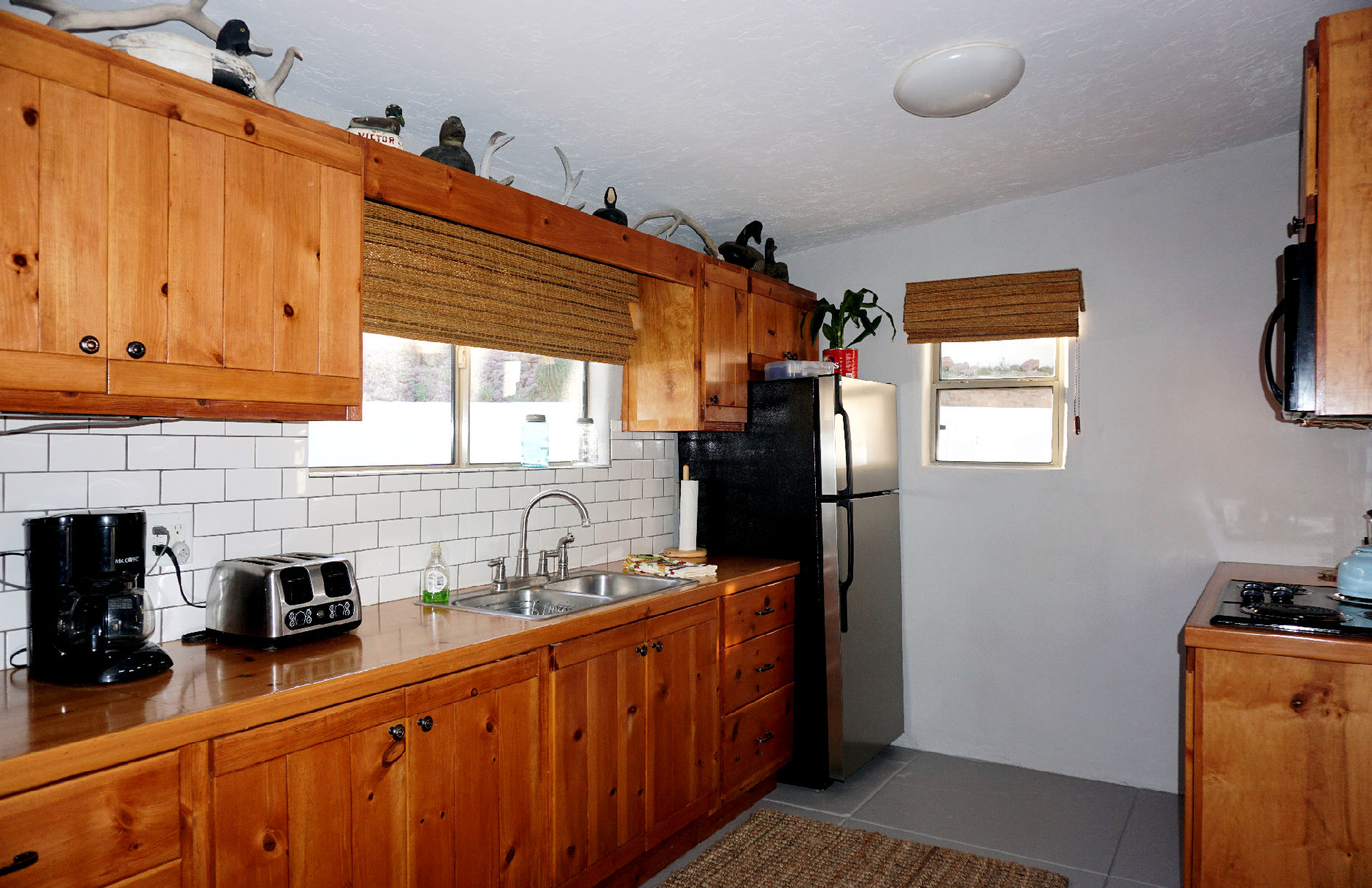 Full kitchen bunkhouse 2.jpg