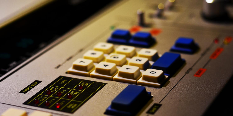 Roland MC-4B     Sync Master    > Gate TX Jitter - 25 samples (0.52ms)    Sync Slave - Din Sync    > Gate TX Jitter - 34 samples (0.71ms) > Start Latency - 38 samples (0.79ms)
