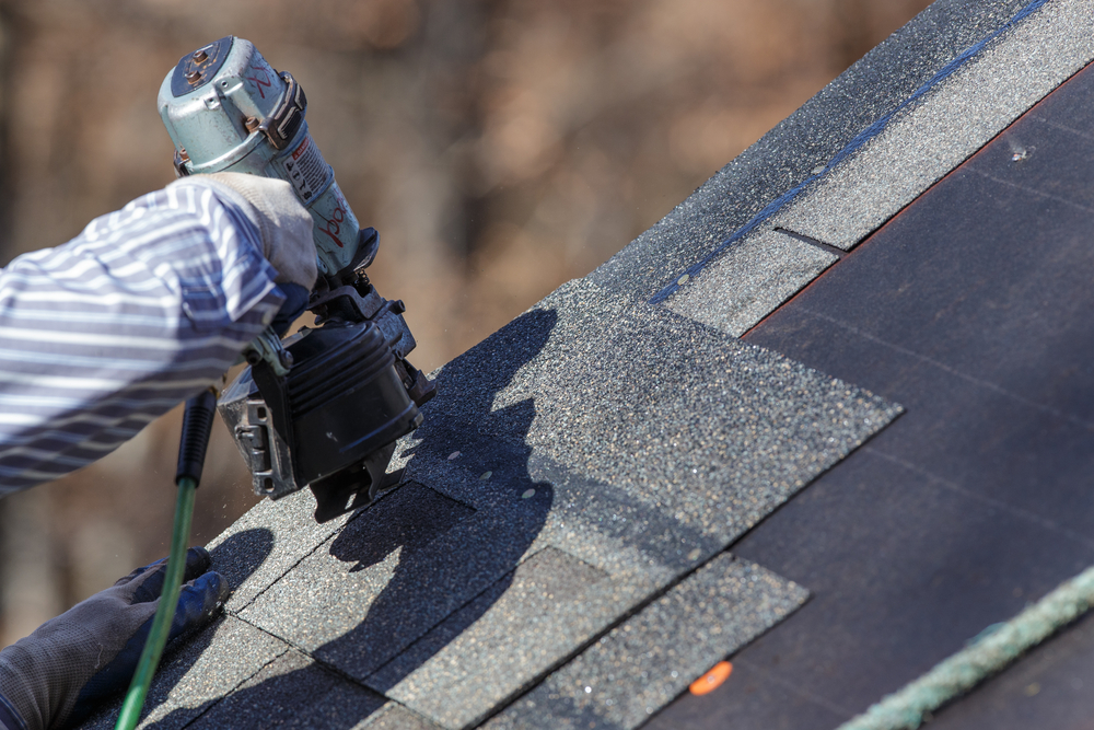 A roofer with a repairing machine