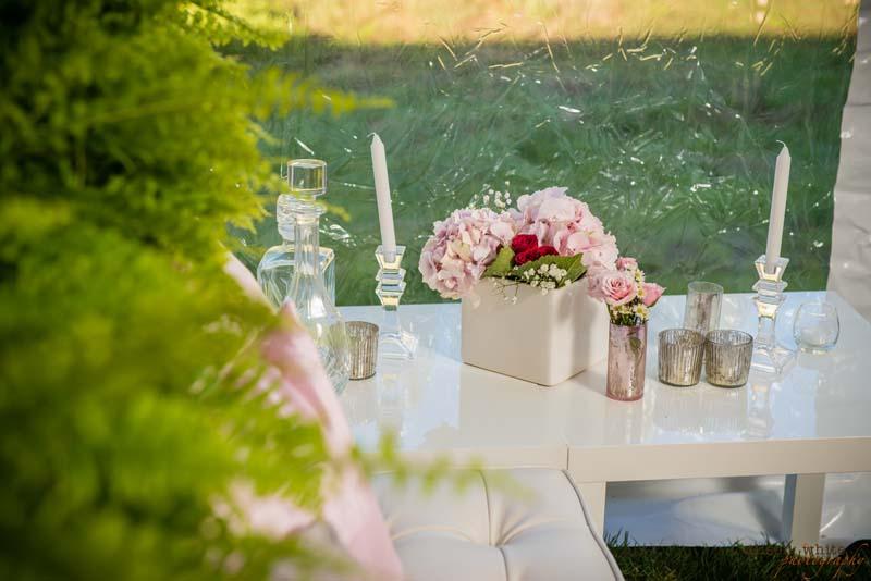 tabletop-decor-pink-flowers.jpg