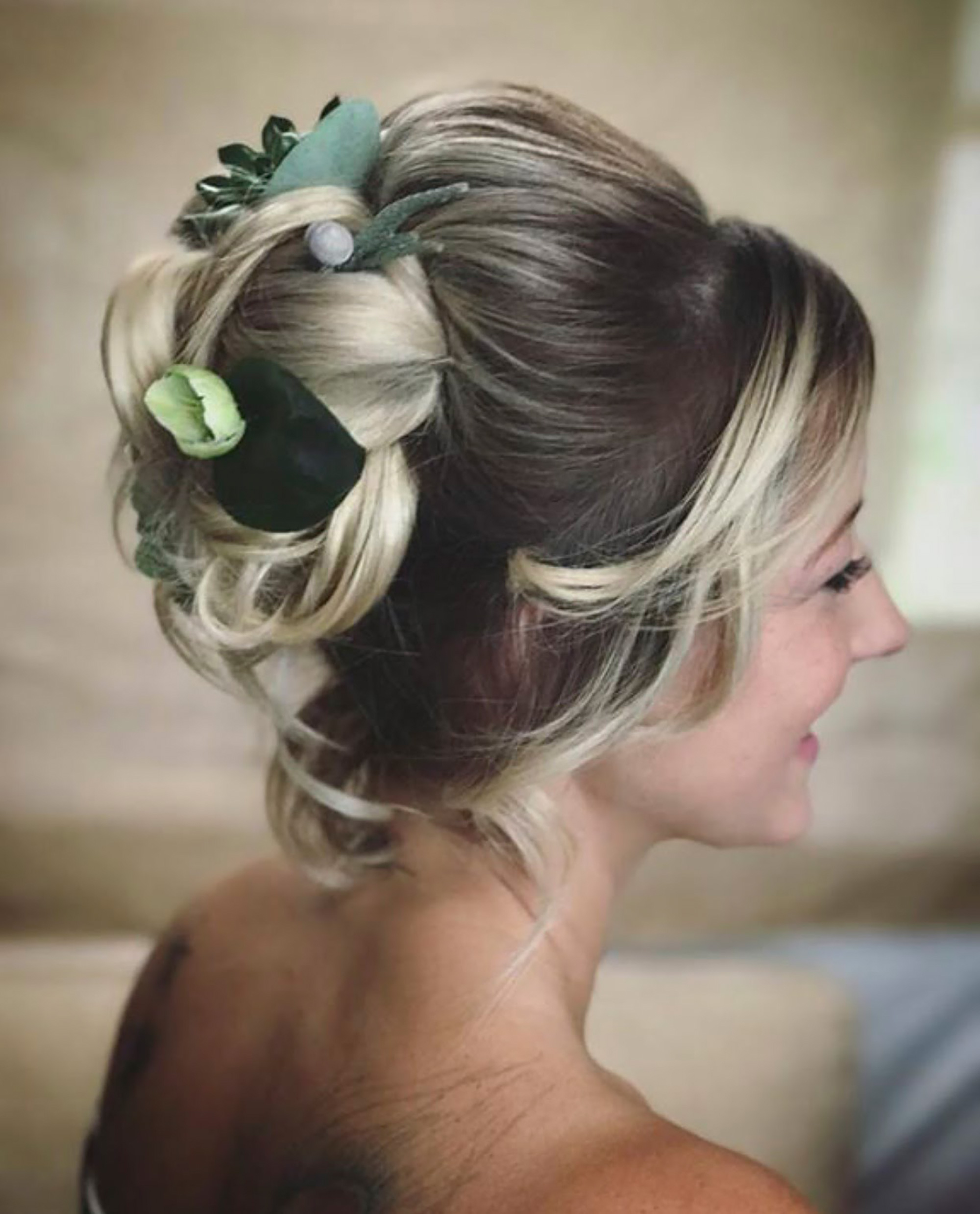 Weddings_In_The_Wyldes_Hannah_Woodgates_natural_hair_updo.jpg