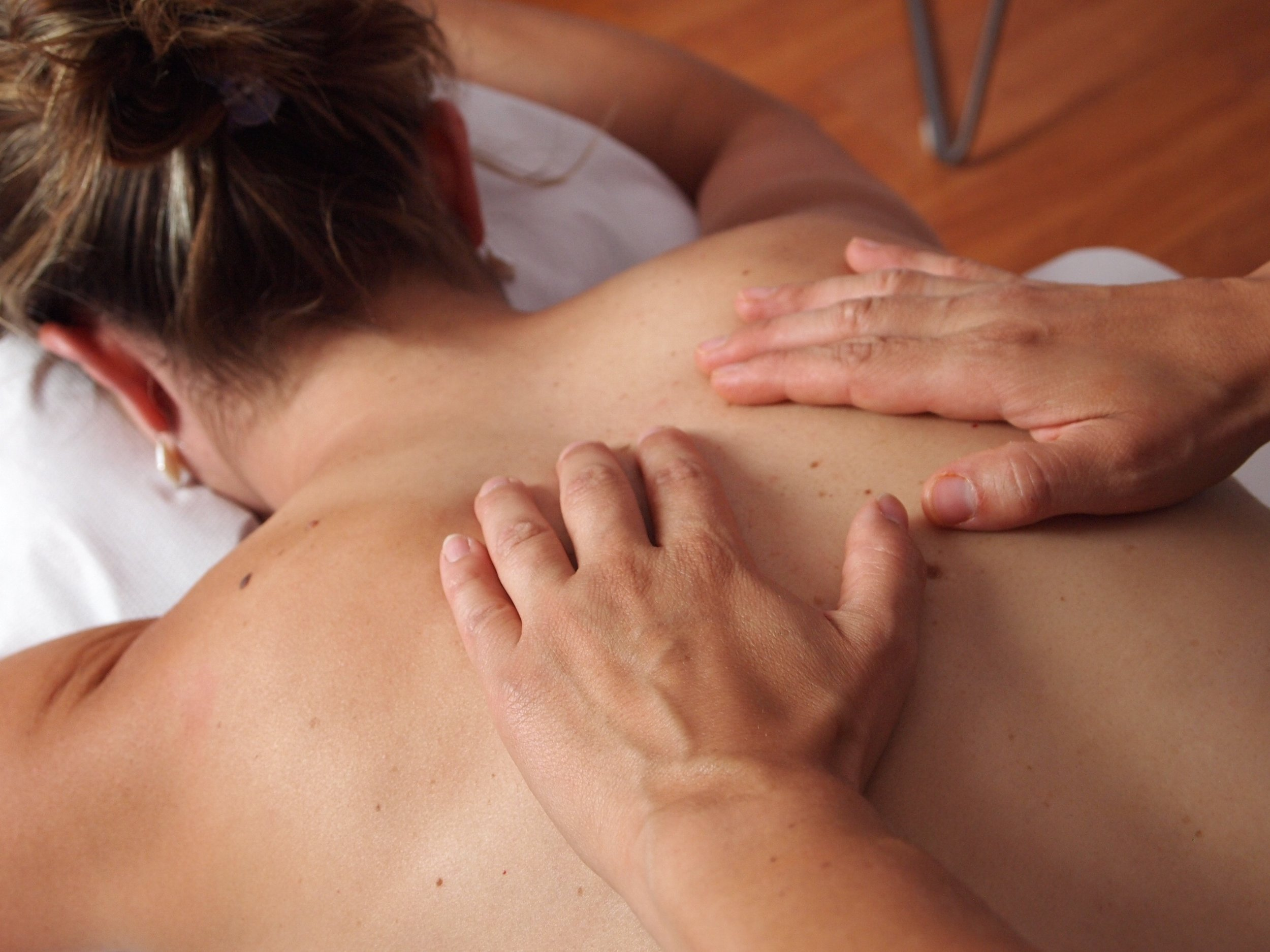 We can tailor this 2-hour private workshop to your individual needs and wishes. - These workshops are informal and fun. Usually, we begin by demonstrating to you the four basic strokes involved in Swedish Massage and how to apply them to give your partner a relaxing full body massage. Depending on your needs and interests, we can also show you Deep Tissue and Indian Head Massage techniques.No previous massage experience is necessary. Each session is tailored to your needs and gives enough time for one of you to learn how to massage the other. A repeat session can be booked to give the other person a chance to relax too!'Treat your partner' Massage Workshop gift vouchers make a wonderful present.