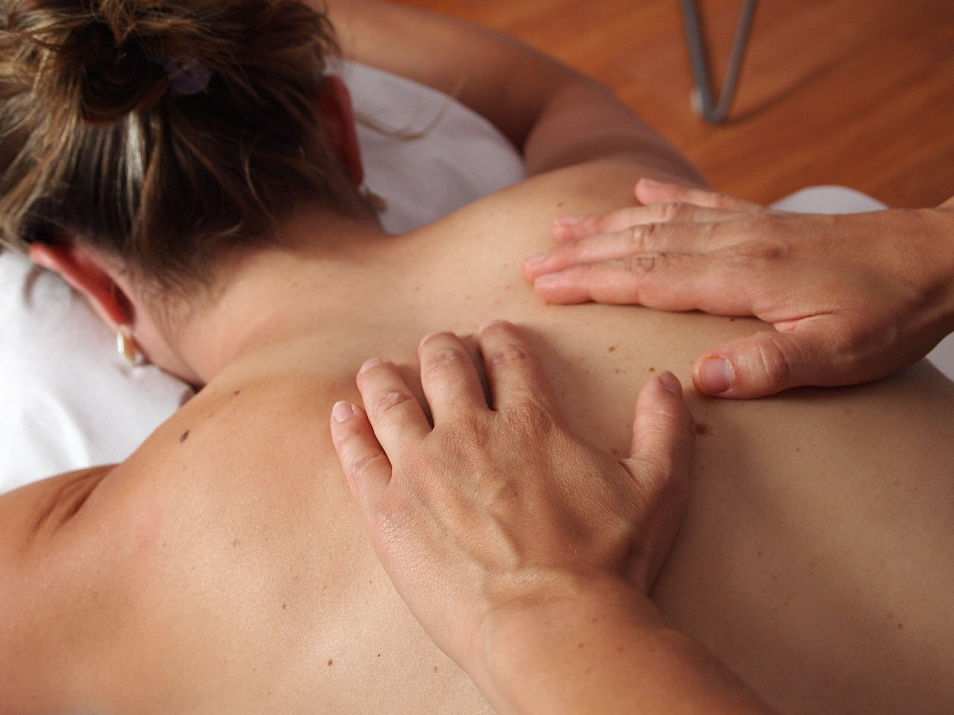 Who will benefit from Swedish Massage? - Regular Swedish Massage can help improve relaxation and reduce both physical and emotional stress. It is beneficial for anyone looking to promote health and wellbeing. Regular massage can help keep muscle tension at bay, relieve depression, and also help to manage pain for a range of chronic conditions such as arthritis and fibromyalgia.Specific benefits include:*promoting physical and emotional relaxation*increasing oxygen flow in the blood* releasing toxins from muscles* shortening recovery time from muscular strain* increasing circulation without increasing heart load* stretching the ligaments and tendons keeping them supple and pliable* stimulating the skin and nervous system* soothing nerves
