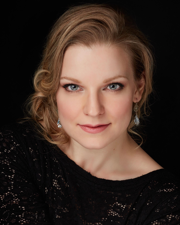 Lauren Woods headshot - Calgary.jpg