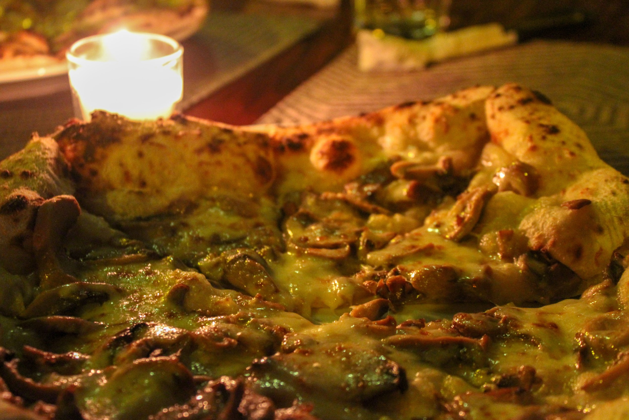 freshly baked pizza on a thin, chewy crust, Mediterranea, Isla Ometepe, Selvista