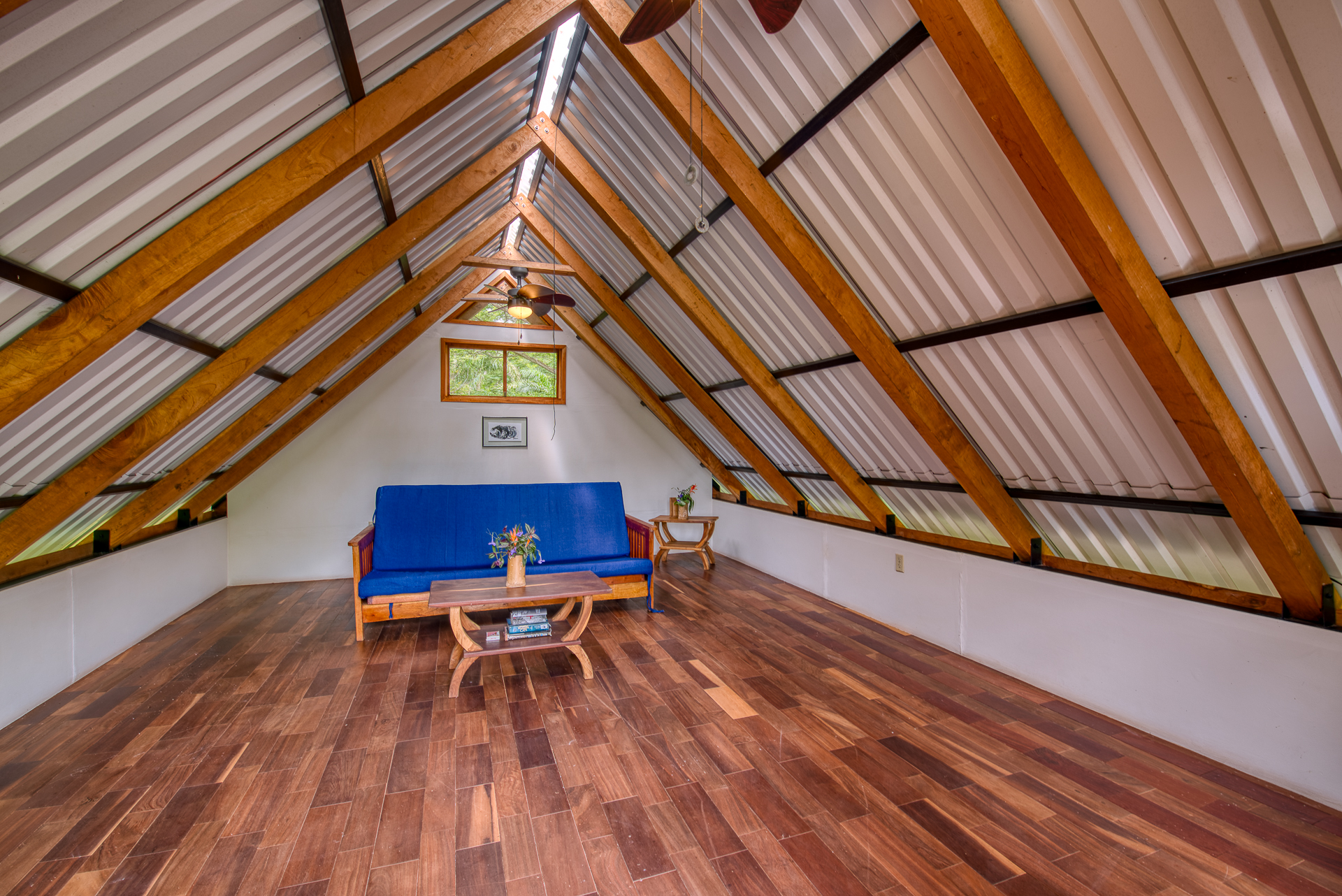 Top floor study and living room, perfect for yogis, digital nomads and netflix lovers