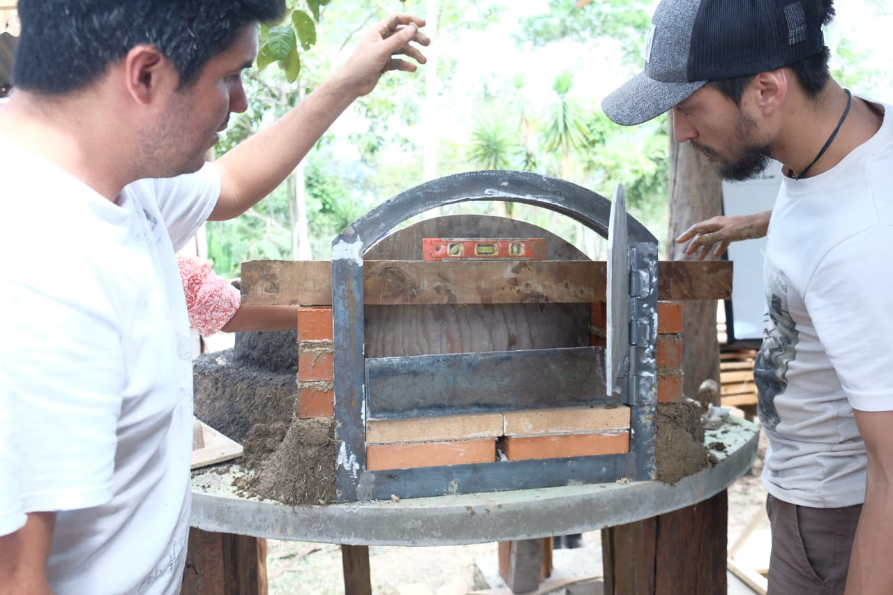 clay oven building workshop with Barro Vivo CR coming soon to Isla Ometepe @ Selvista