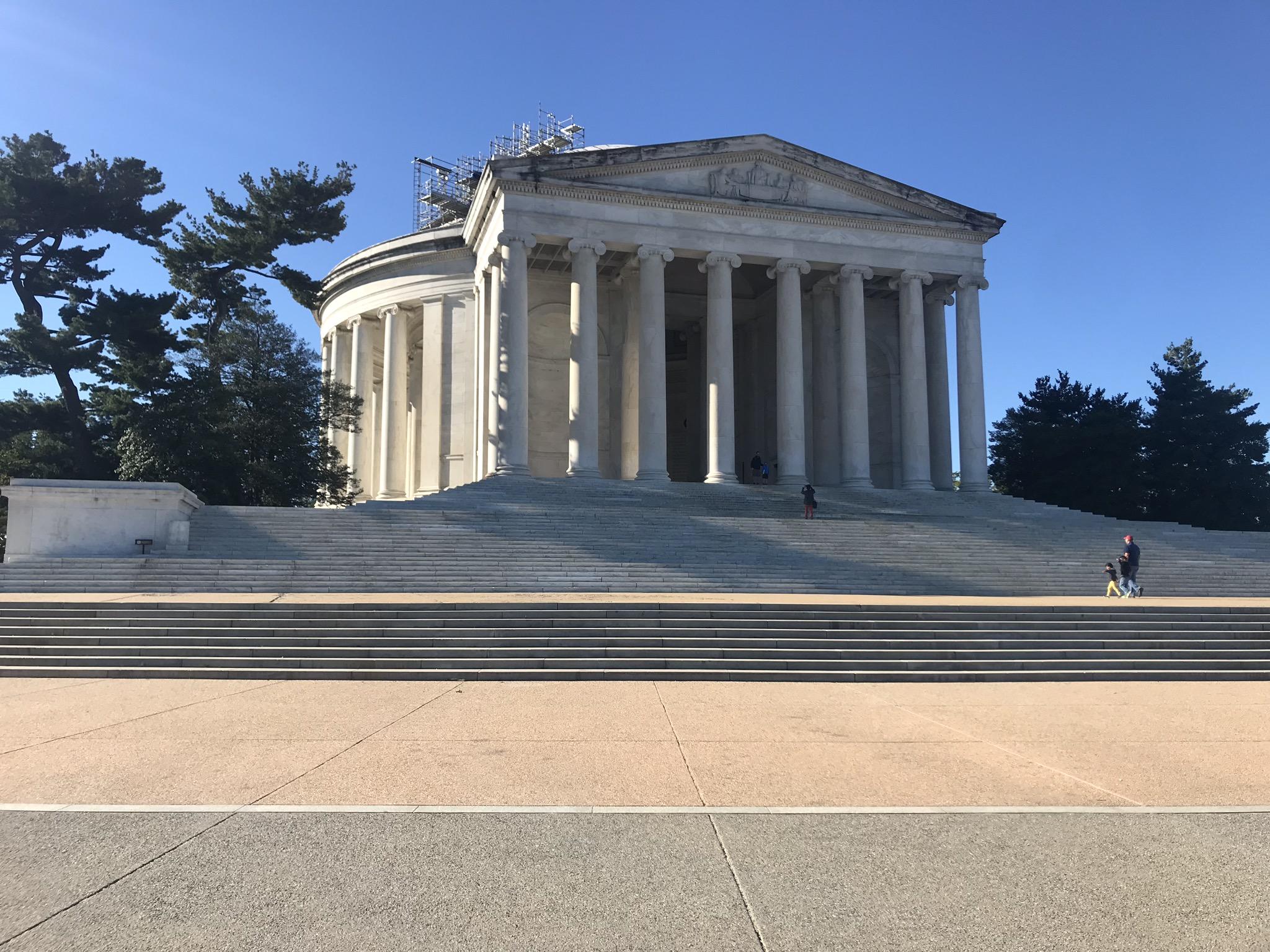 Jefferson-Memorial-up-close.jpg