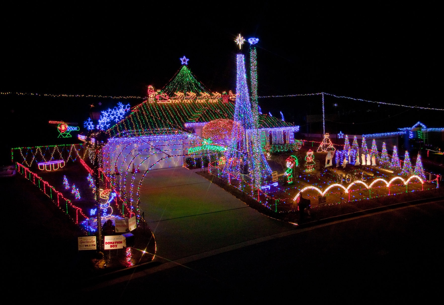 Photo of Ludy's Christmas Lights by  JE Hedges Photography