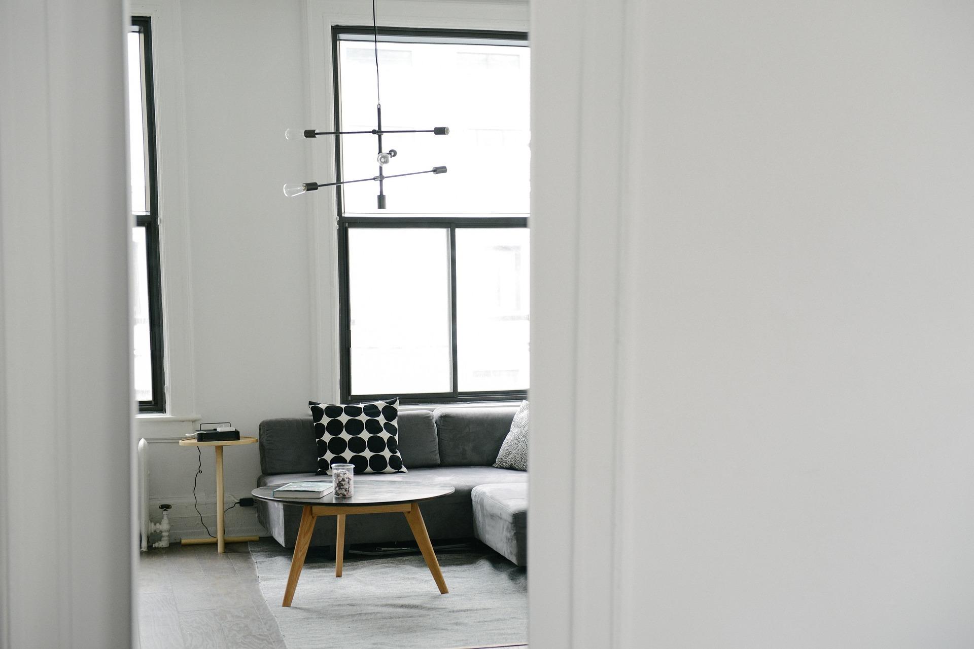 https://pixabay.com/photos/doorway-entrance-living-room-room-690338/