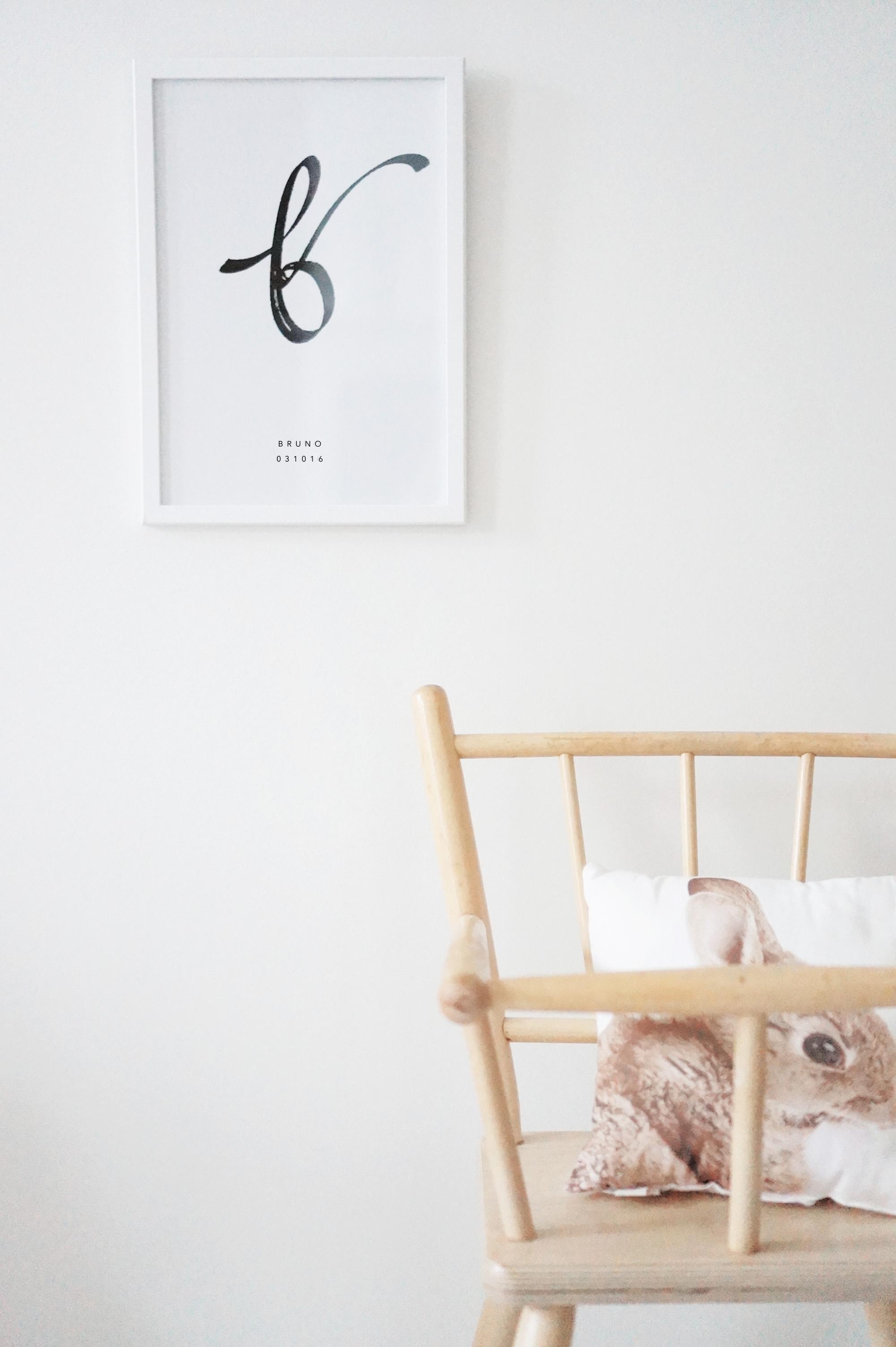 NIMIKIRJAINJULISTE - Personoitava nimikirjainjuliste omilla tiedoilla. Annika Välimäen käsintehty kalligrafia.Ihana lahja puolisolle, vauvalle, lapselle, hääparille, kihlaparille, mummulle tai ystävälle.Julisteen koko A4. Toimitetaan ilman kehyksiä.Tilaukset suoraan suunnittelijalta sähköpostitse annika@annikavalimaki.comJulisteen toimitus n. 2-3 viikkoa maksusta.Mittatilauksesta tehtävissä töissä ei ole palautusoikeutta.