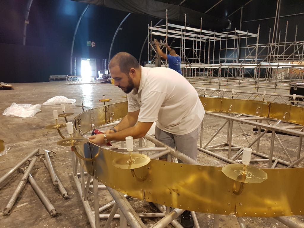 Assembling the first ring