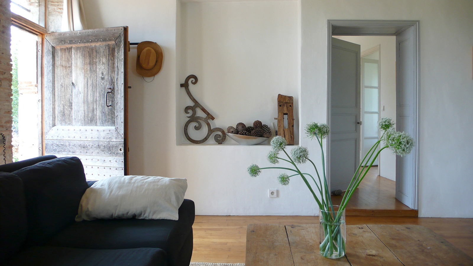 le_rouch_living_room_3.jpg