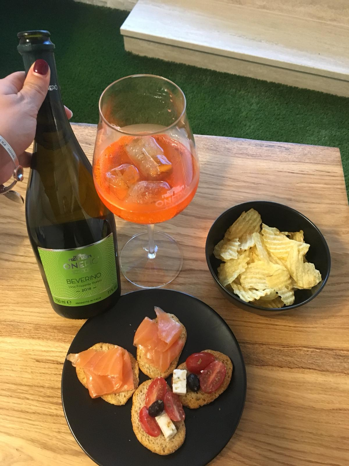 After mixing Beverino and Aperol, you are ready to enjoy your aperitif with some snacks! - Click here to find out our Sparkling White Wine Beverino !