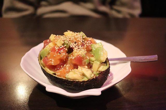 Spécialité maison: cocktail d'avocat à la sauce Izu. Notre secret est bien gardé, venez goûter notre bestseller! #sushi #paris #japonais #restaurant #innovation #avocat #avocado #japaneserestaurant #appetizer #entree