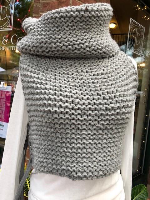 celapiu vest with hood.jpg