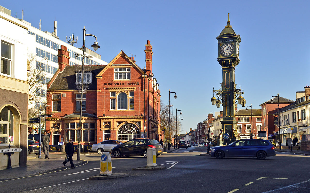 1200px-Chamberlain_Clock_and_the_Rose_Villa_Tavern,_Jewellery_Quarter,_Birmingham_UK.jpg