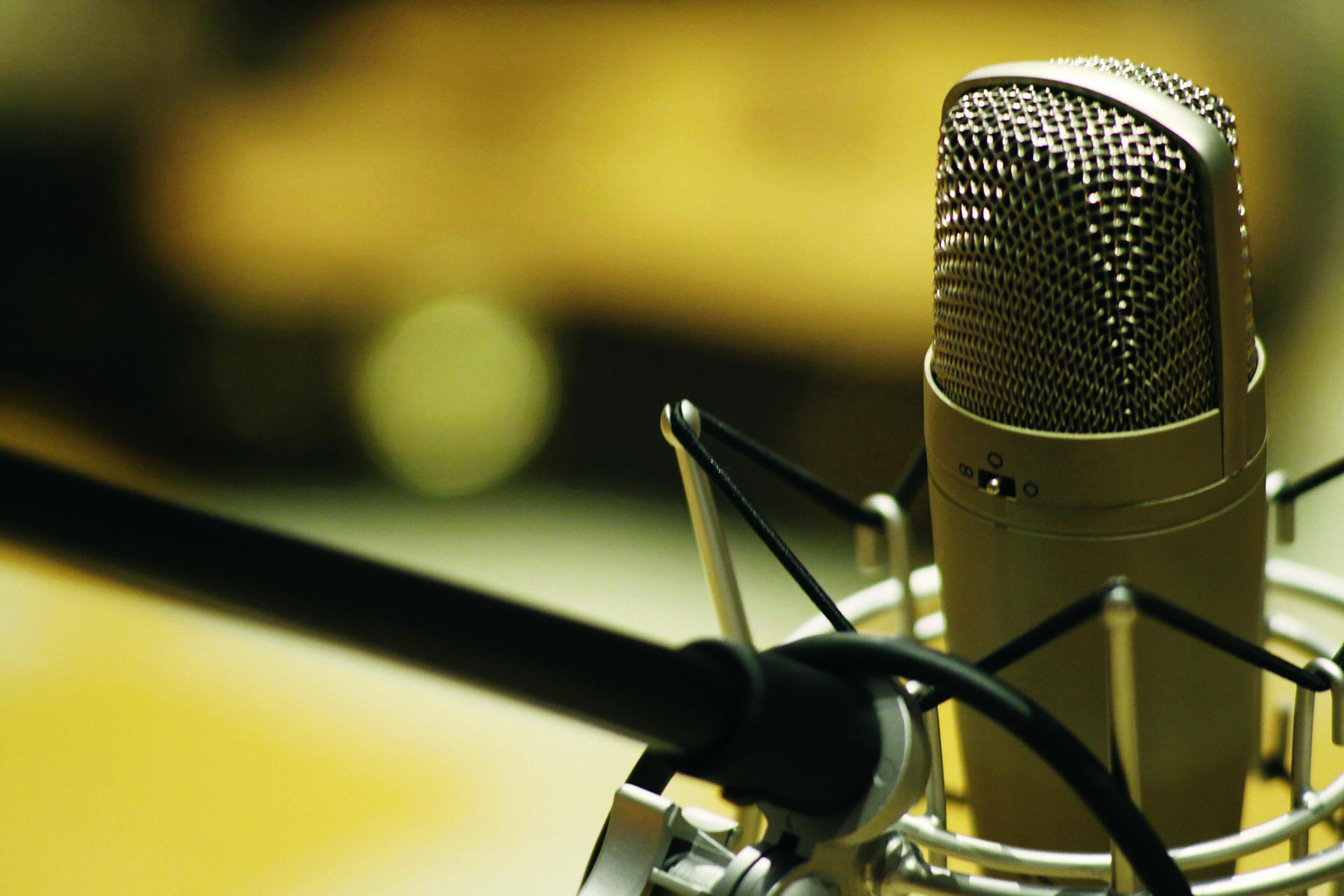 microphone-1003561_1920.jpg