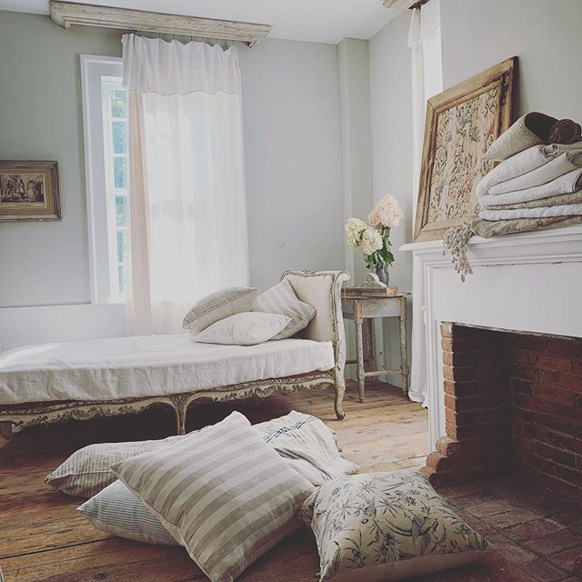 Vermont , September morning light, good morning ! #goodmorning #frenchinteriors #vermont #frenchlinen #linensheets #linencurtains #french #shabbychic #timeworn #periodinteriors #antique #antiquefrench #antiques #countryhome #rustic #cottageinteriors #countryliving