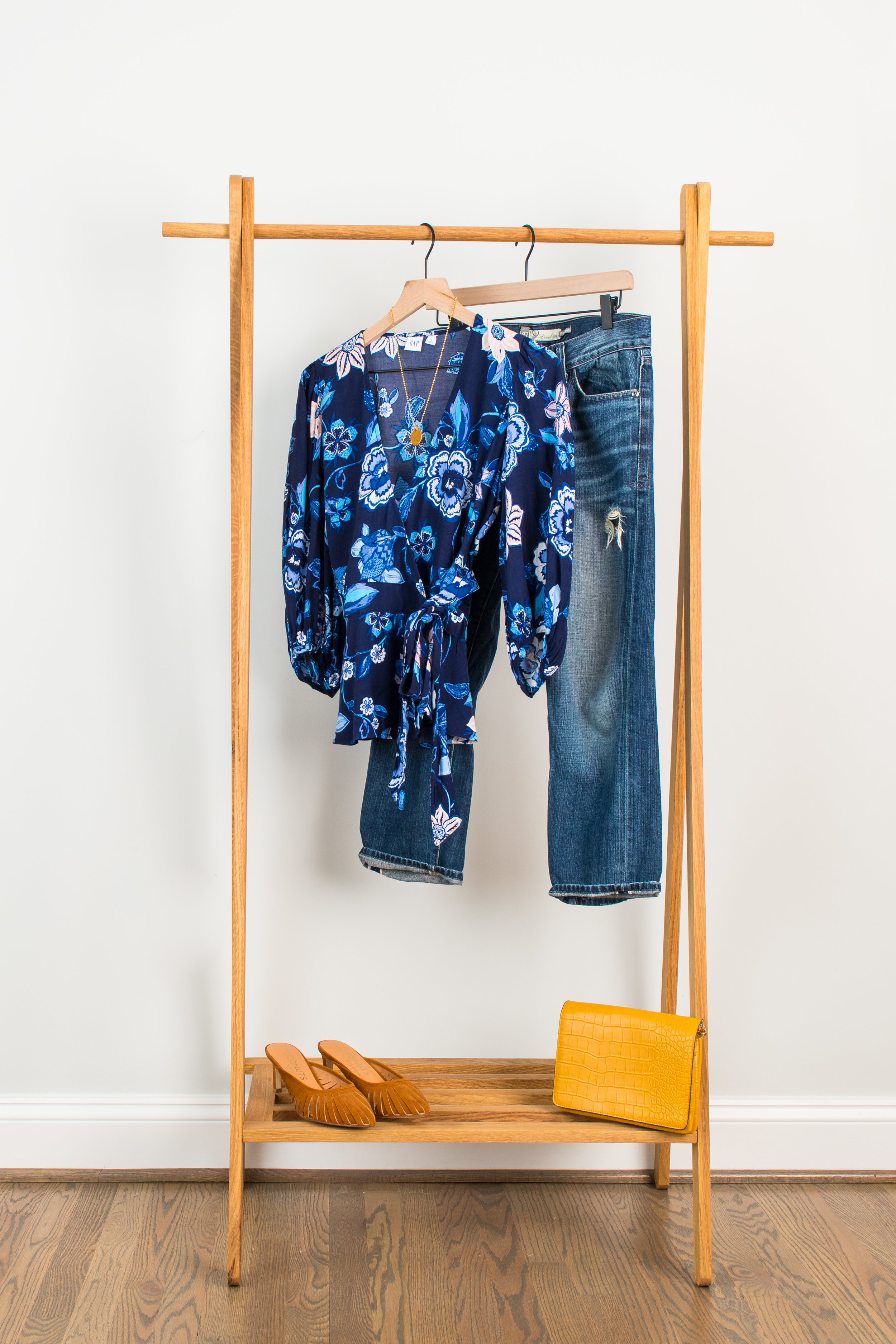 Floraly Fun - Wear to: Meeting a friend or date nightFloral Blouse: 1 // 2 // 3Distressed Denim: 1 // 2 // 3Mules: 1 // 2 // 3Necklace: 1 // 2 // 3Oversized Clutch : 1 // 2 // 3