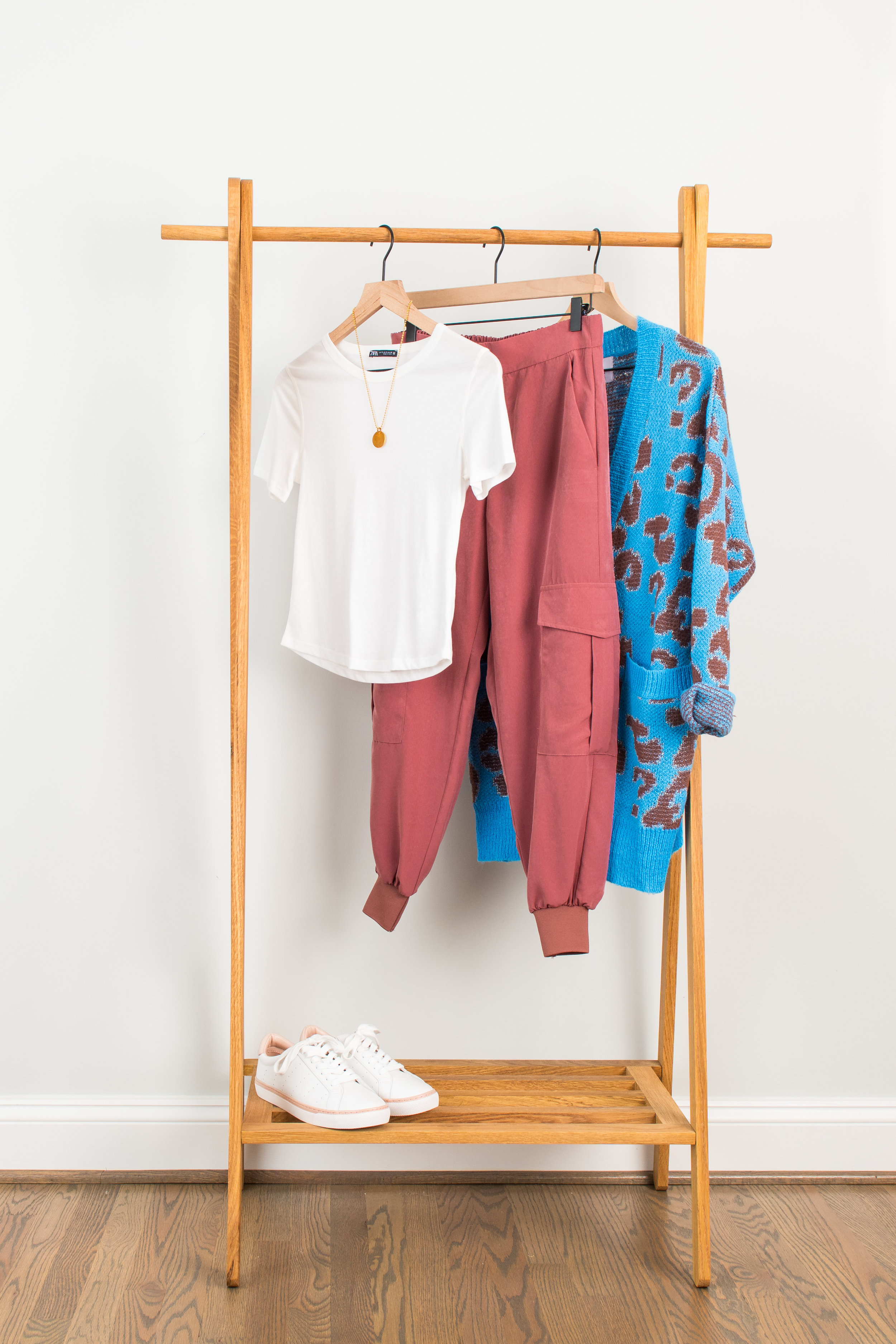 Dressy Athleisure Cool - Wear to: Daytime meeting or movie with friendsT-Shirt: 1 // 2 // 3Dressy Jogger: 1 // 2 // 3Cardigan: 1 // 2 // 3Necklace: 1 // 2 // 3Sneaker : 1 // 2 // 3
