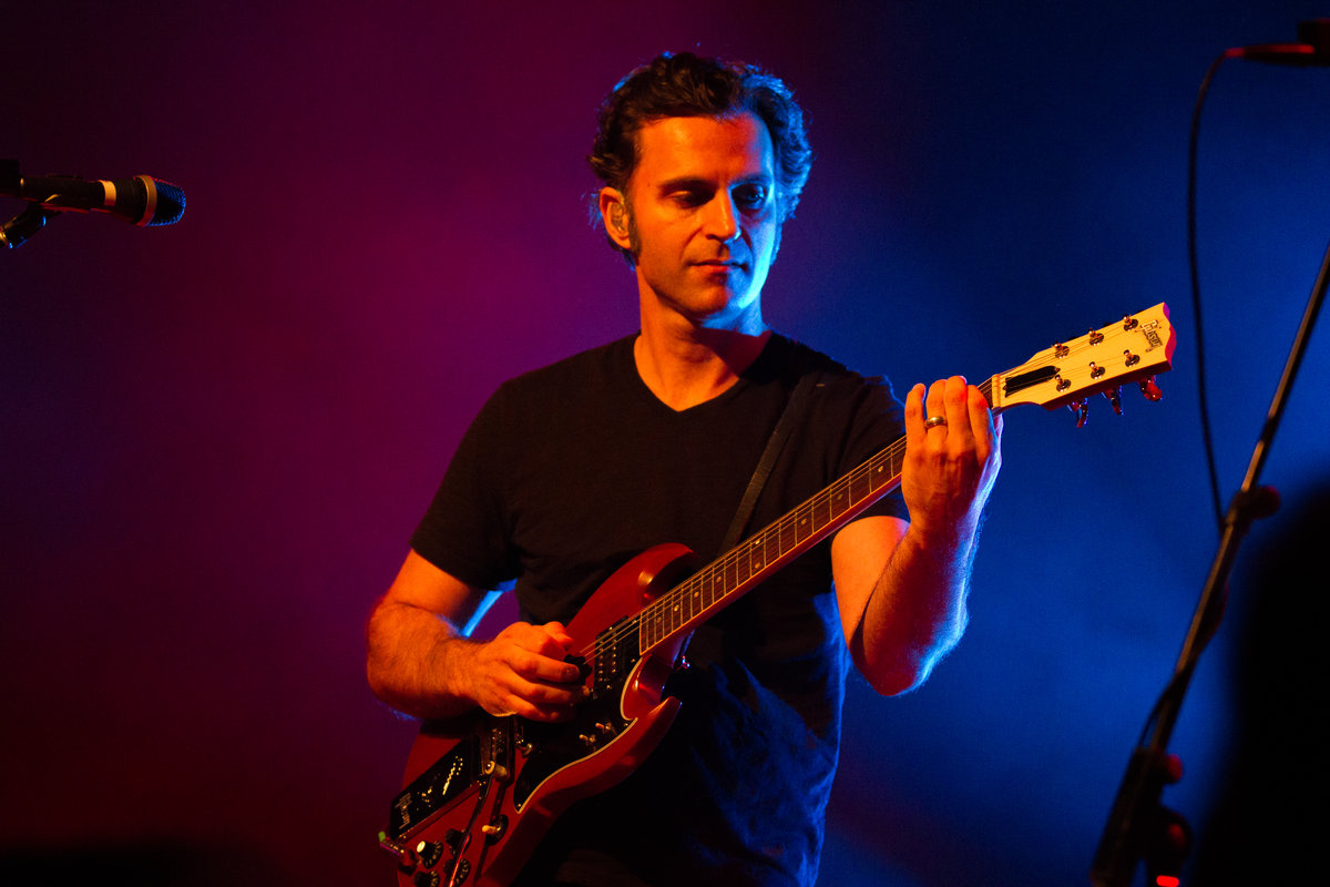 - Dweezil Zappa is internationally recognized as a virtuoso musician, accomplished composer and songwriter, inventive producer and beloved actor.He is a leader of inspiration for thoughtful creativity.