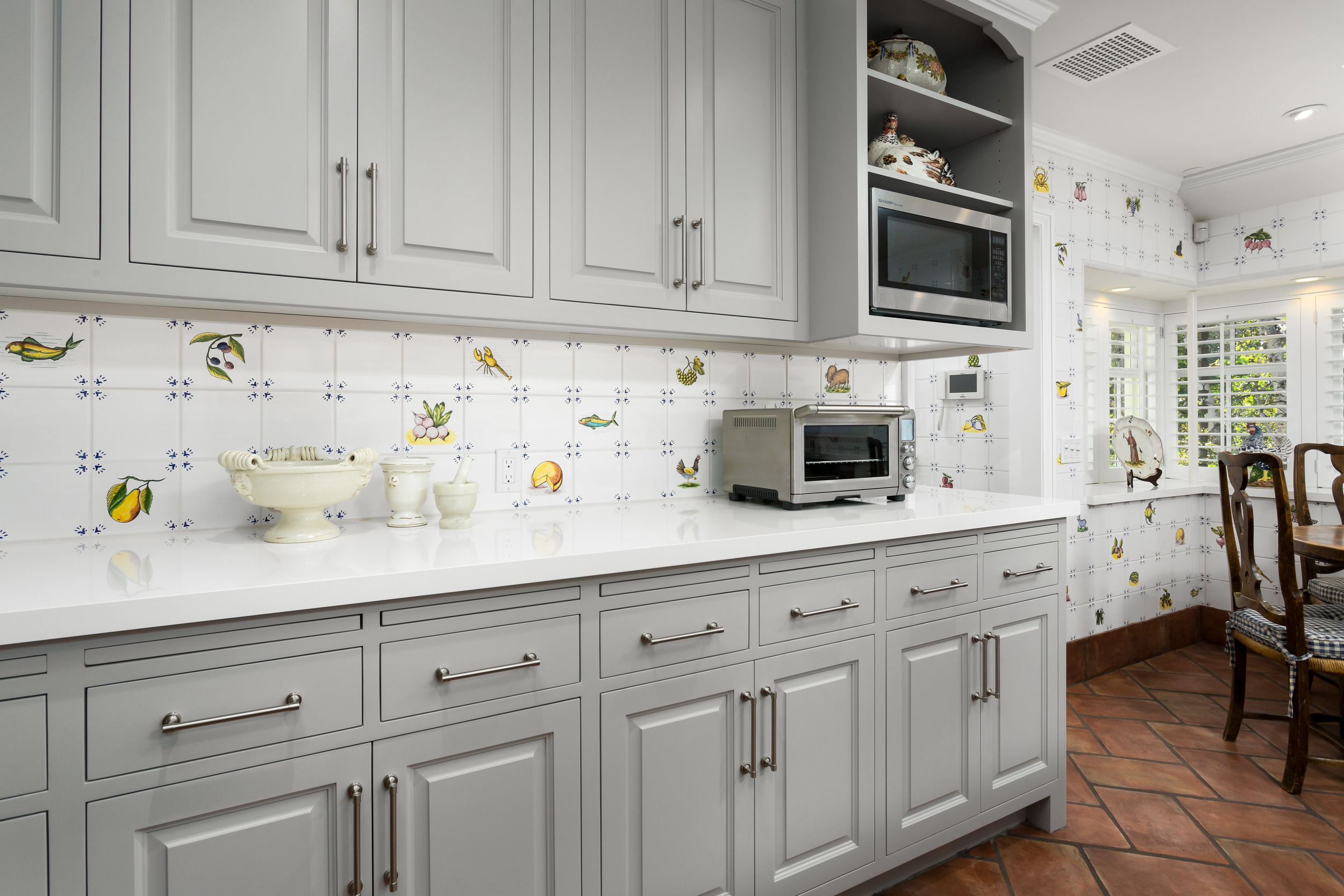 gray-kitchen-cabinets-backsplash-Chelsea.jpg
